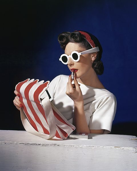 Muriel Maxwell, American Vogue cover, 1 July 1939. (c) Conde Nast/Horst Estate.