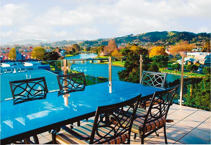 Quality Emerald Hotel